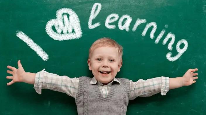 ما هو الأسلوب السليم الذي يجب محاورة الطفل به؟