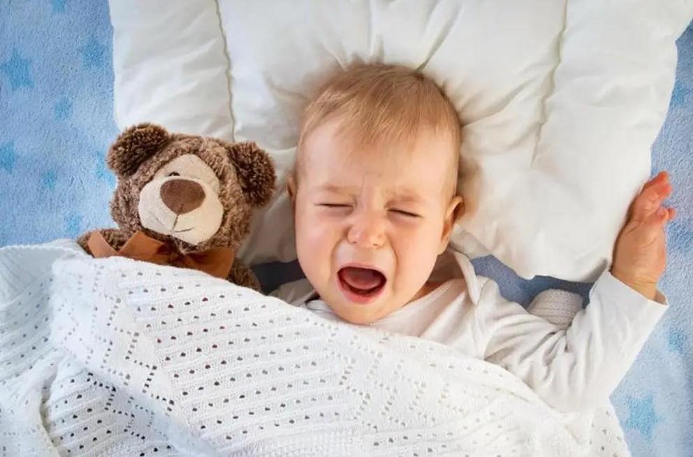بكاء الطفل أثناء النوم