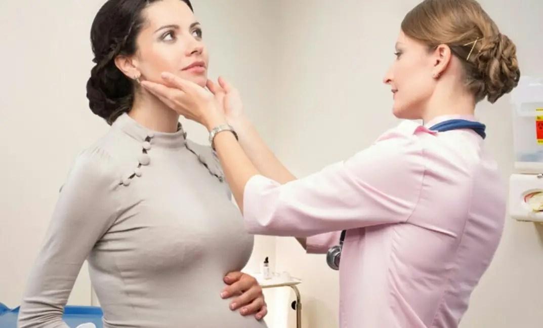 طُرق العناية بالوجه الطبيعية والآمنة أثناء الحمل