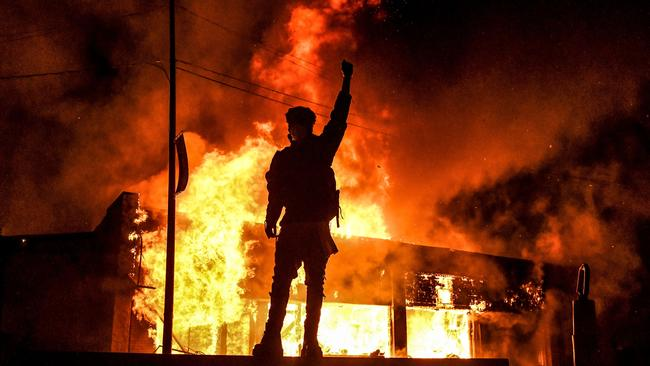 AMERICA IS BURNING- A police officer killed as George Floyd protests dangerously rage on - 3