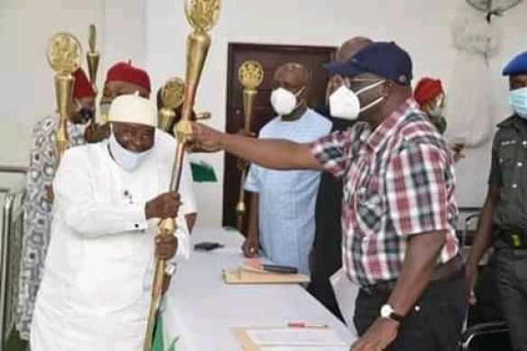 Abia State governor, Okezie Ikpeazu issues staff of office to 29 new traditional rulers