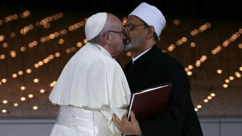 Pope Francis and Egyptian grand imam kiss