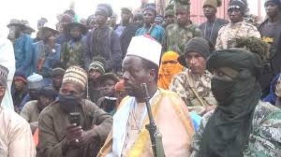 Islamic cleric and former military officer, Sheikh Abubakar Gumi visits Boko Haram bandits in Zamfara forest, calls for peace (Photos) -2