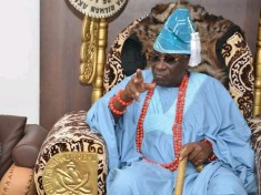 Oba Of Lagos In Trouble- EFCC Urged To Look Into His Claim That Hoodlums Stole Over $2mln and ₦17mln Kept In His Palace