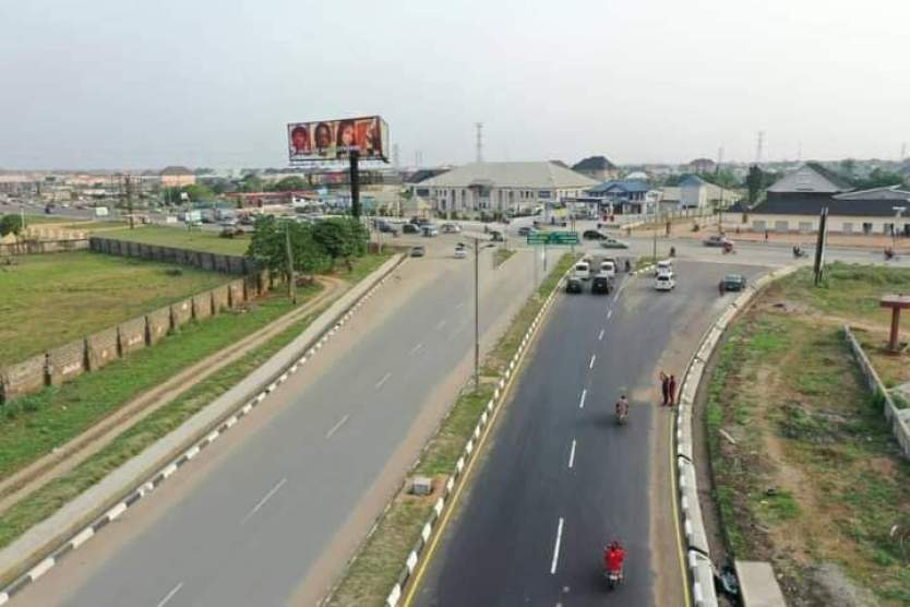 Governor Uzodinma renamed formerly Akachi road Owerri to Evan Enwerem Way - 9News Nigeria