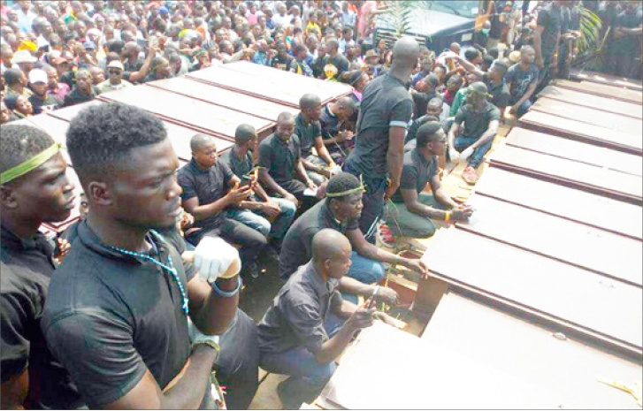 Mourners at the mass burial of victims of herdsmen killings