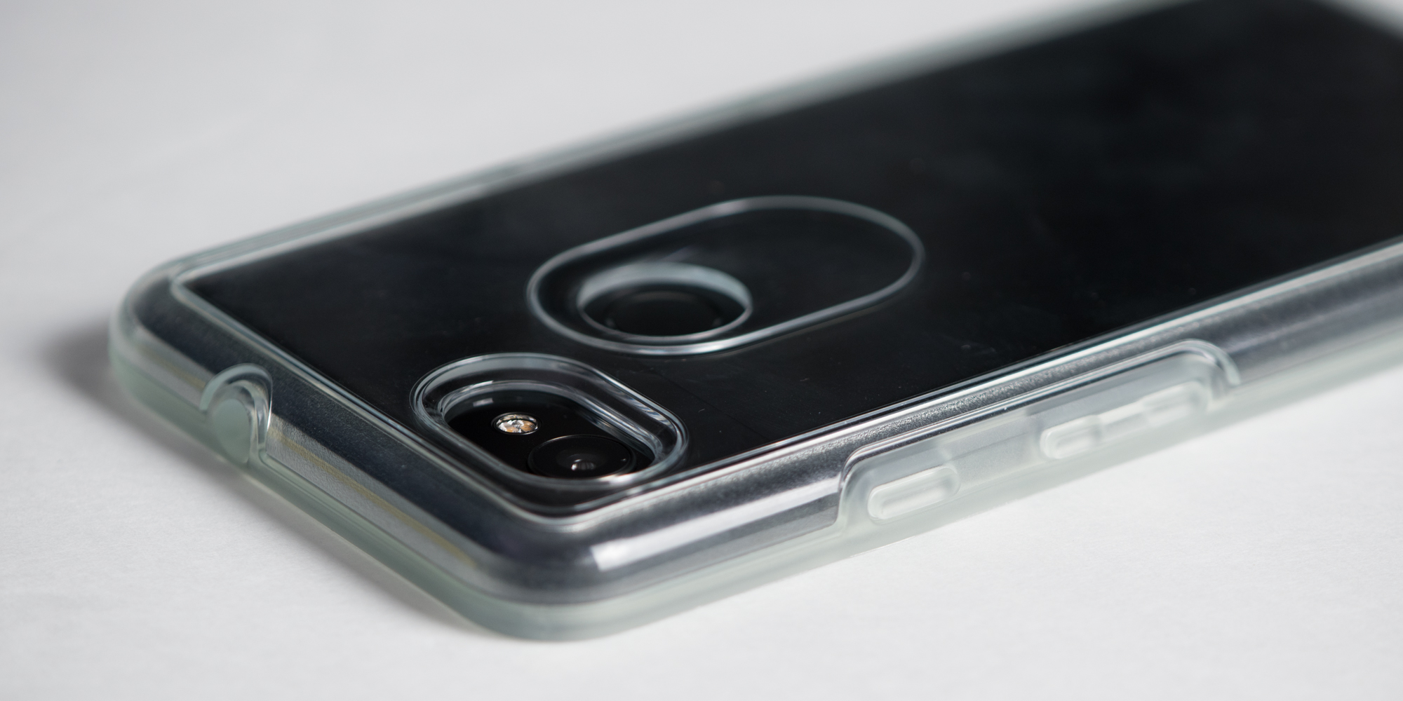 pretty nice a4deb e146b Review: OtterBox's Made for Google Defender & Symmetry Clear cases ...