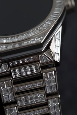 TAGHeuer_Connected_Modular45_FullDiamondSet (1)