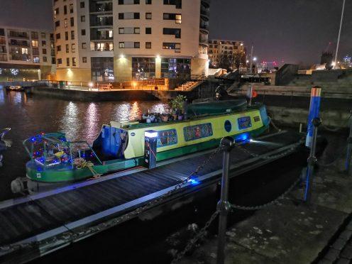 Mate 20 Pro - Night mode - Houseboat
