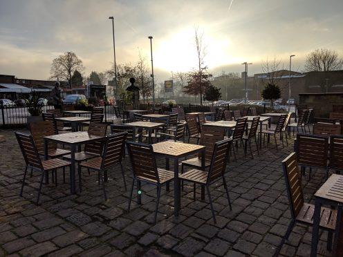 Pixel 3 XL - Outdoor seating area