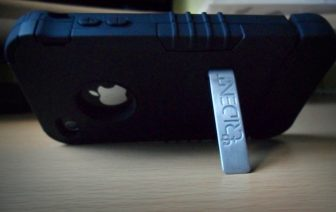Trident Kraken II for iPhone 4 (back, stand)