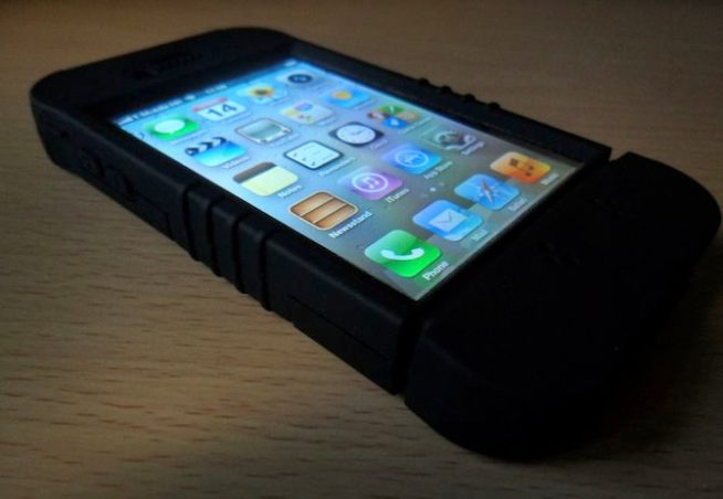 Trident Kraken II for iPhone 4 (flat angled)