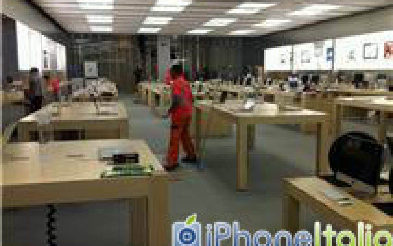 Italy 39 s campania gets the 100th apple store outside the u for Apple store campania
