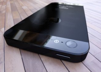 3D render iPhone 5- 3