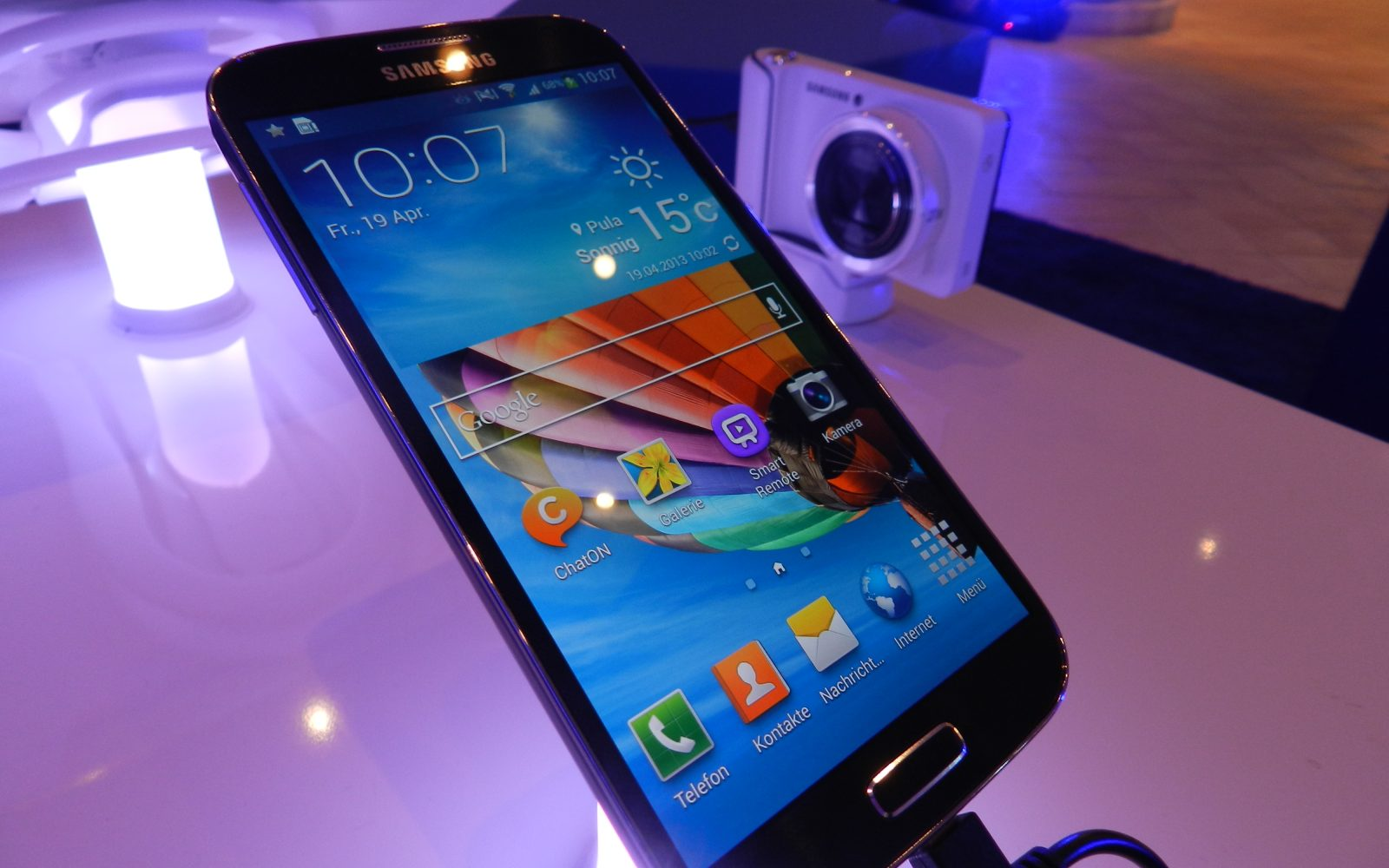 Apple seeks to add Galaxy S4 to ongoing Samsung patent suit in California