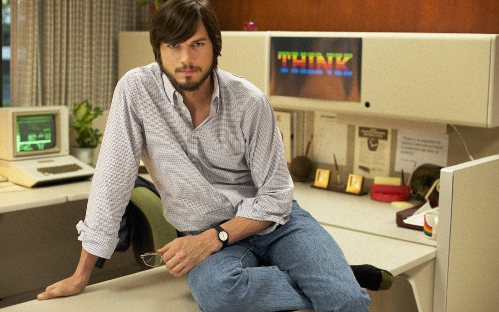 'Jobs' star Ashton Kutcher rumored to be close to $10M deal … to sell Windows PCs