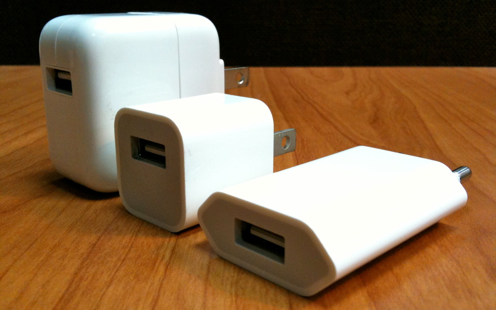 Following electrocution controversy, Apple to offer USB power adapter replacements