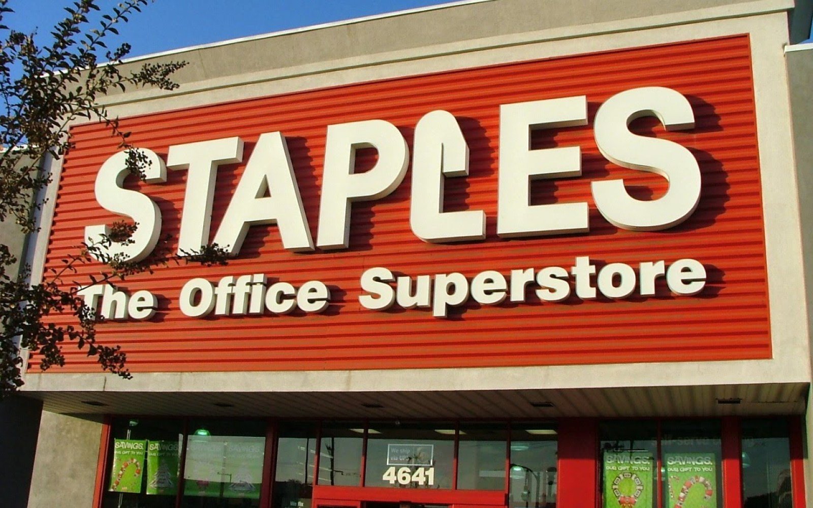 Apple to expand iPad's reach with Staples deal next month