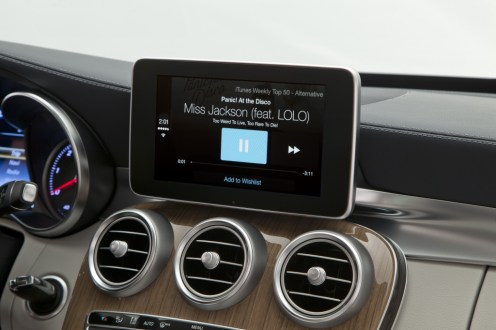 Benz-CarPlay-05