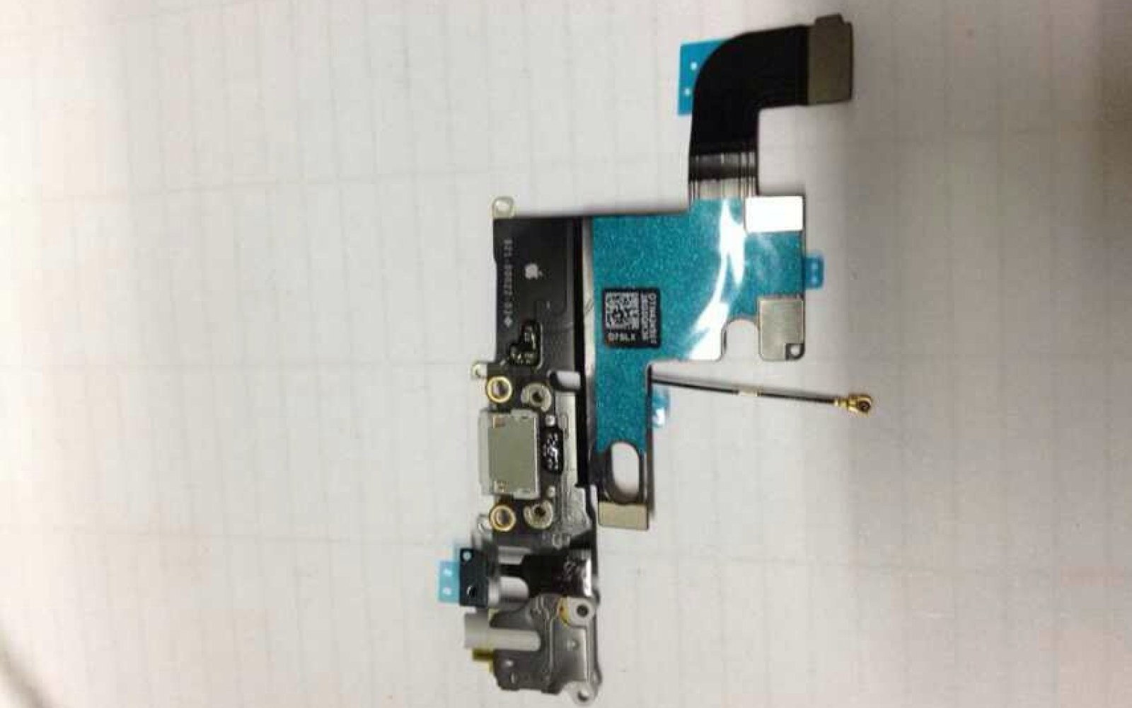 New photos of purported Lightning and audio connections for iPhone 6 surface