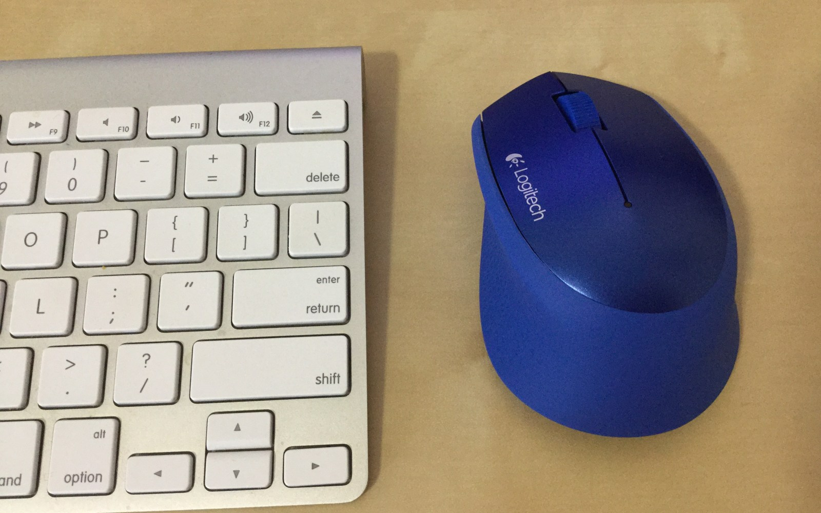 Review: Logitech m320 wireless mouse, an ergonomic and affordable solution