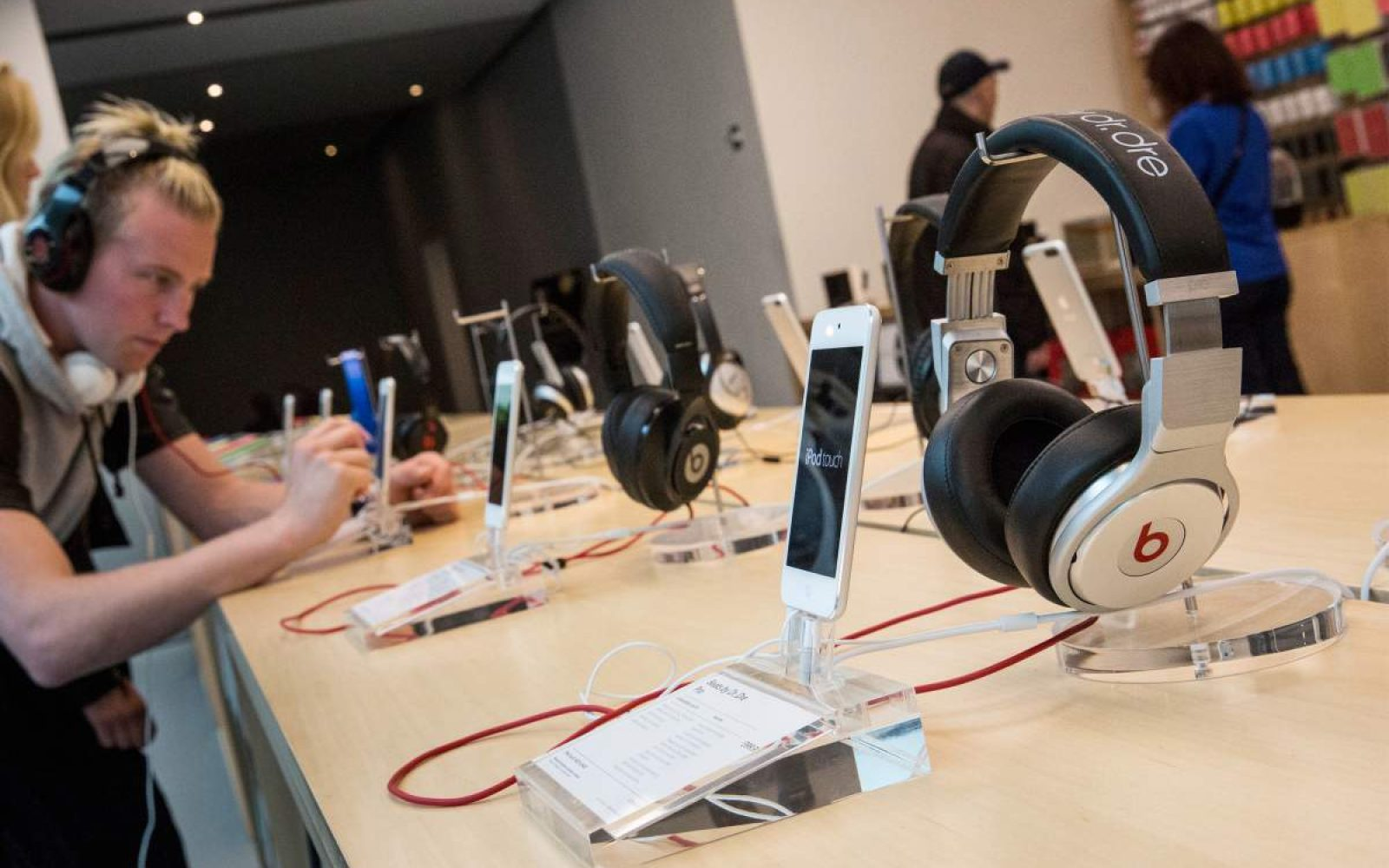 Apple Stores will now allow customers to test in-ear
