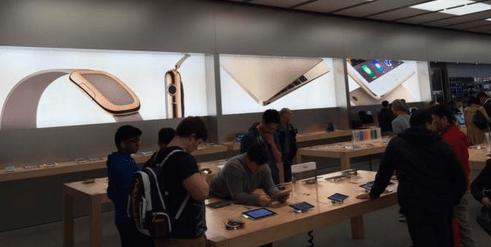 Apple-Watch-Apple-store-ads-02