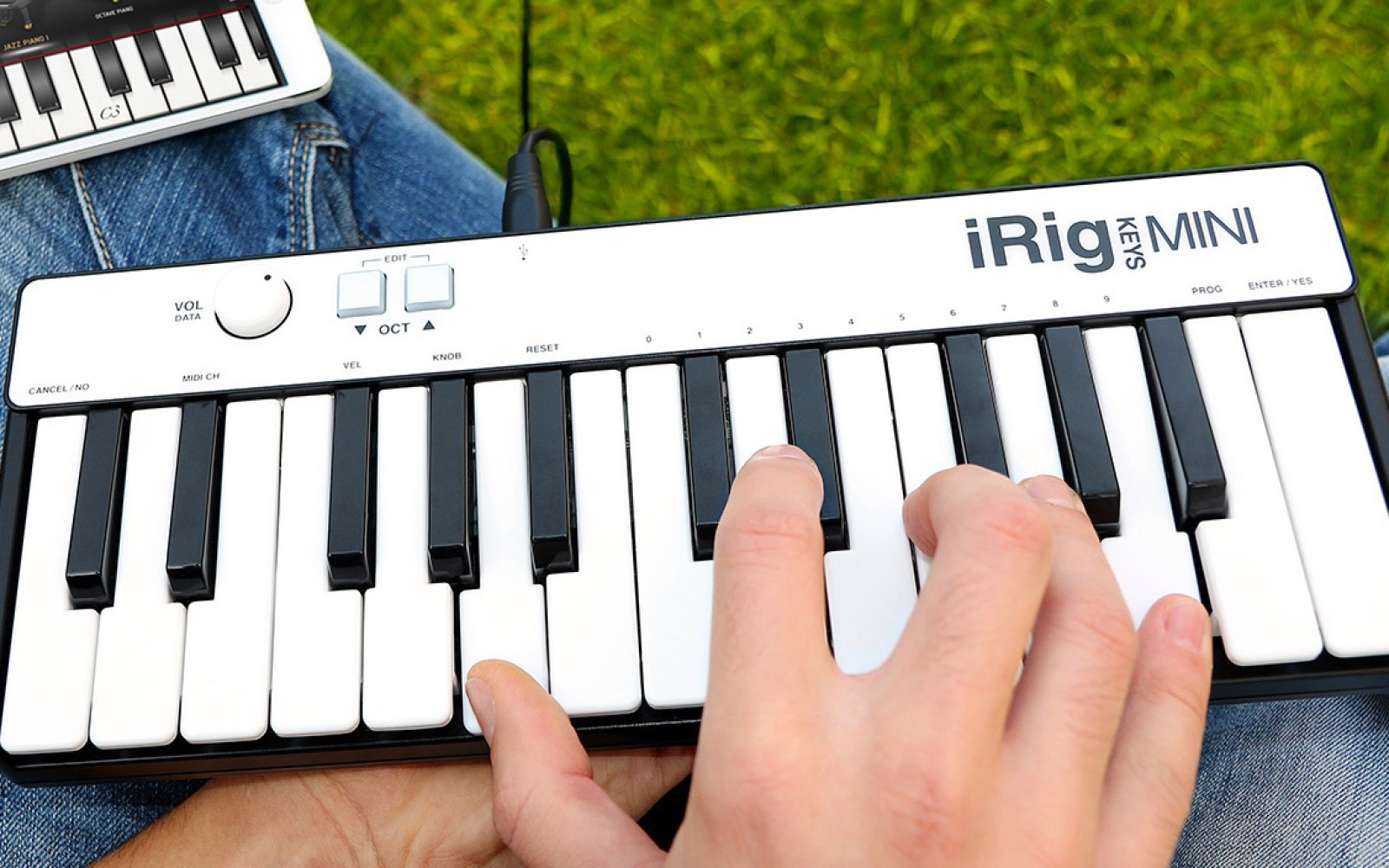 iRig Keys Review: A mini MIDI Piano Keyboard for iPhone and iPad with big music potential