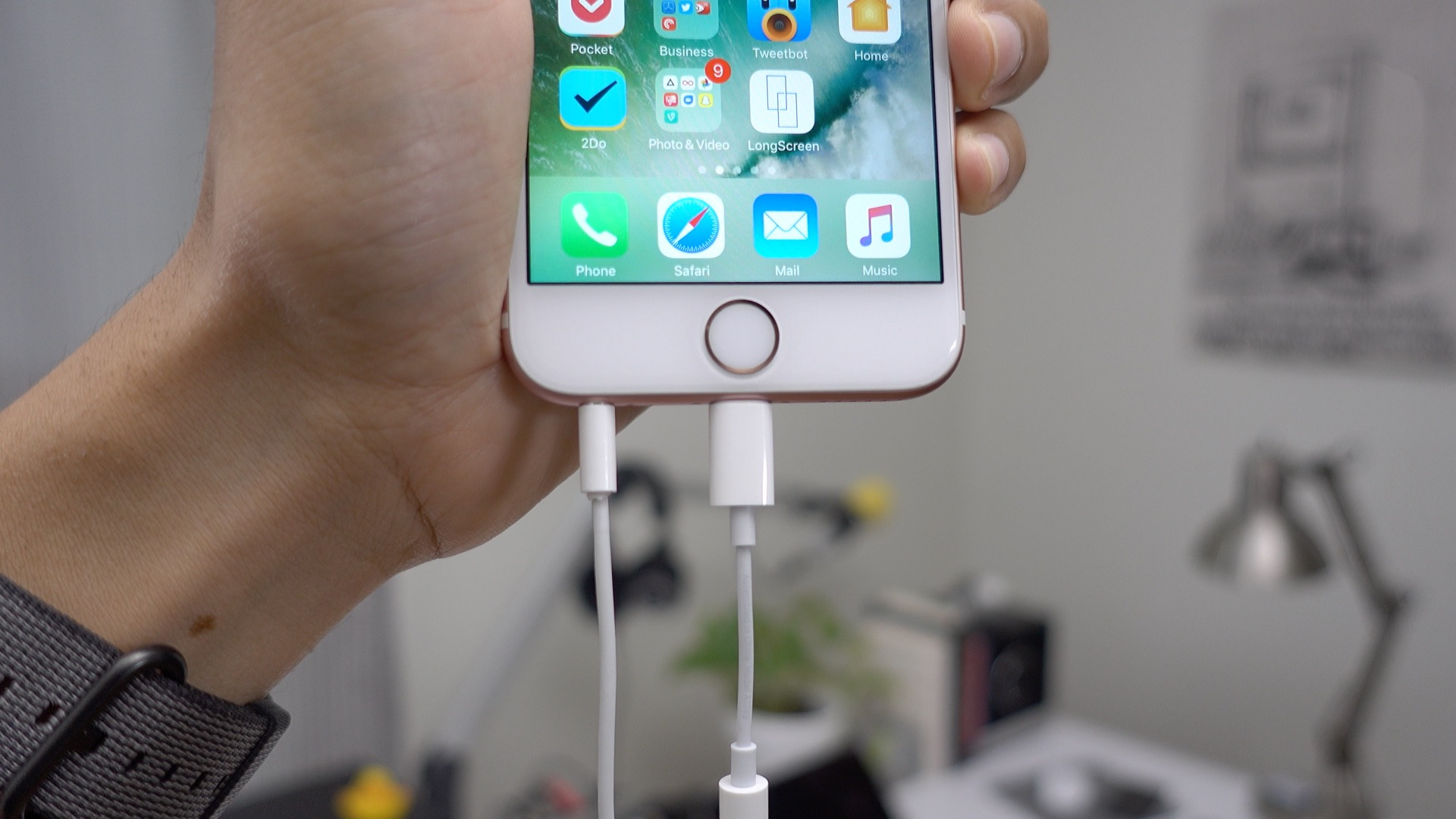 hight resolution of lightning earpods two plugged in at once