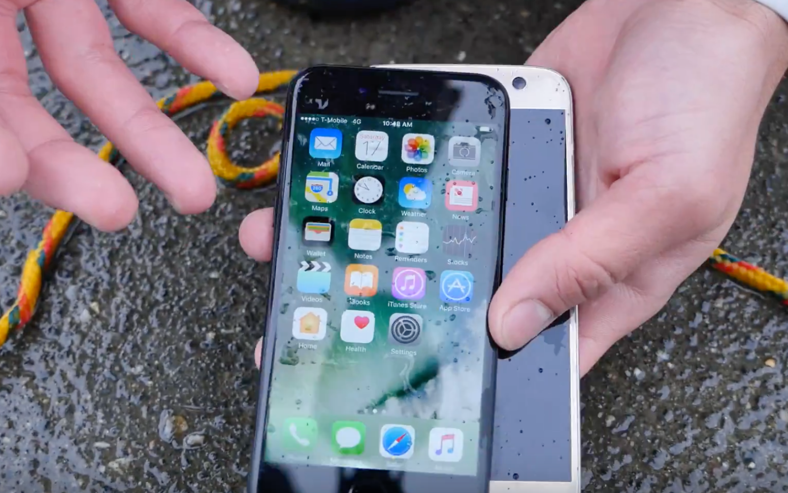 iPhone 7 outlasts Galaxy S7 in 35-feet of water, gets dropped from a helicopter [Video]