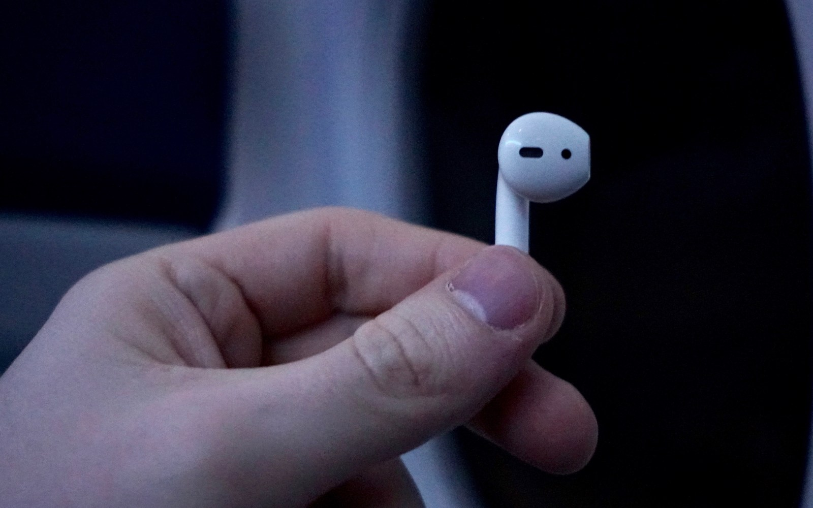 How to view AirPods hardware details, check and update firmware [Video]
