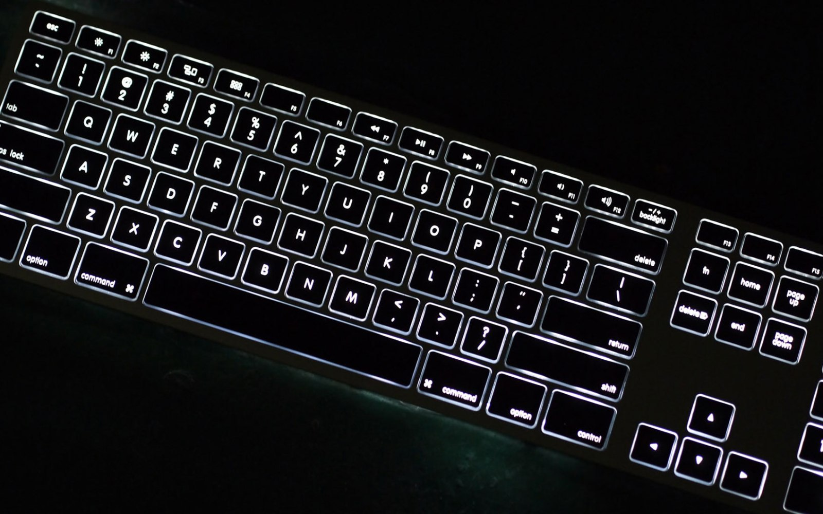 Matias announces backlit version of its Wireless Aluminum Keyboard in Silver and Space Gray