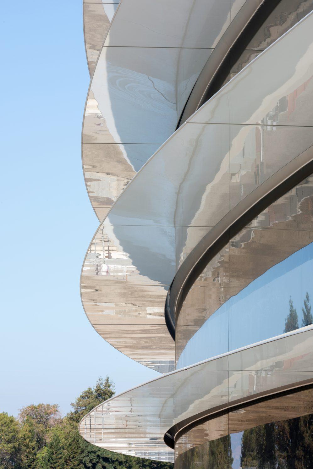 apple-park-photo-4-building-closeup