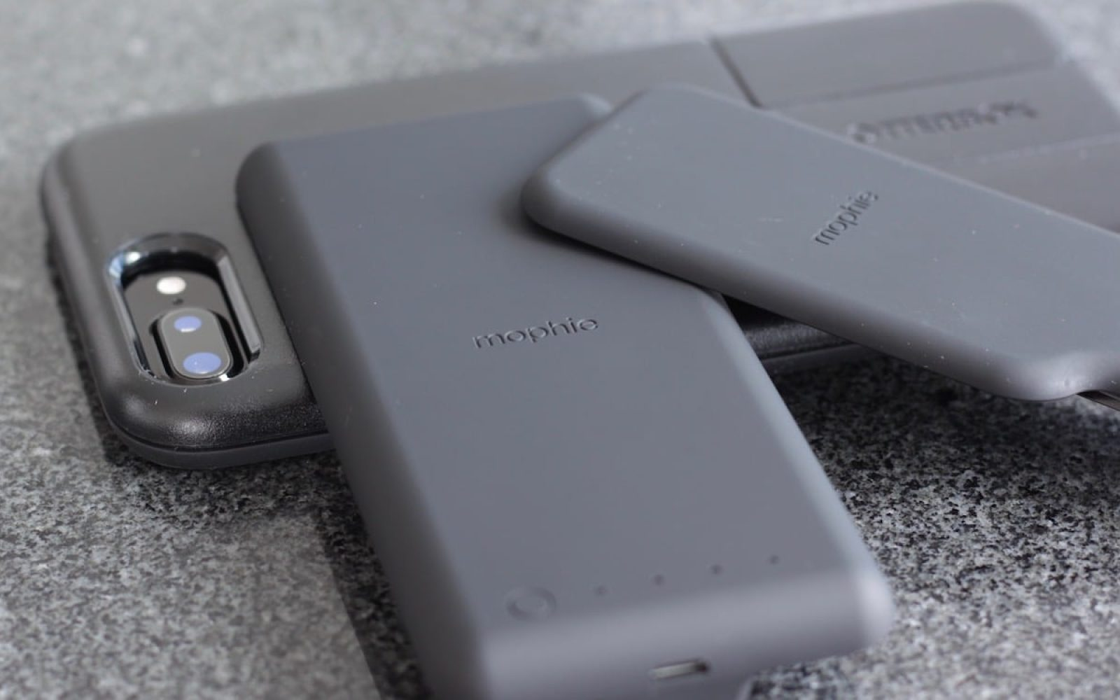sports shoes a9c31 ff118 Review: mophie's wireless charging battery comes to OtterBox's ...