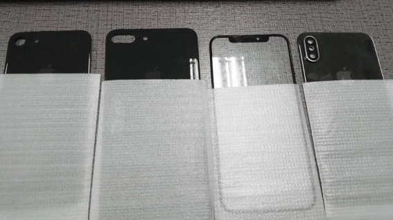 Alleged_iPhone_7s_Plus_8_Rear_Glass_Panels