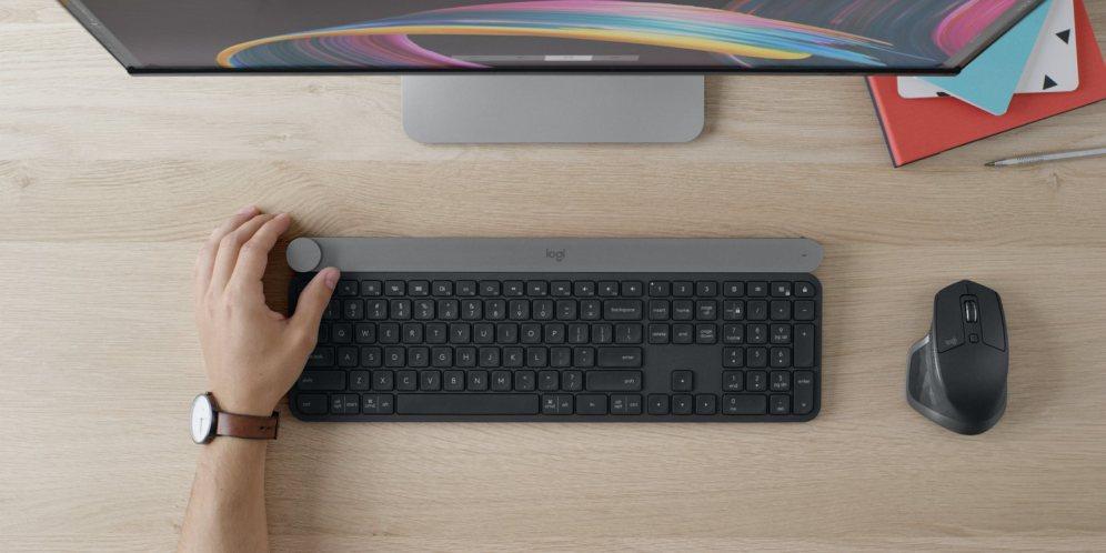 Logitech Craft keyboard (overhead)