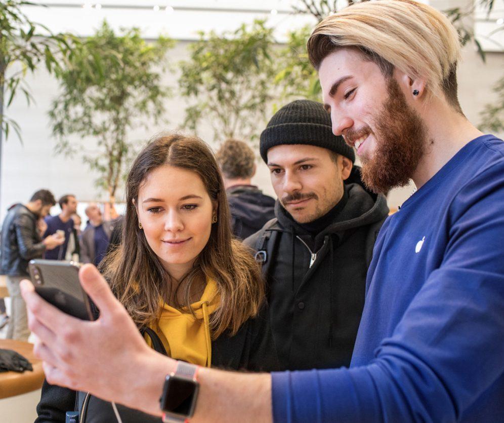iphonex_regent_street_london_customer_view_product_20171102