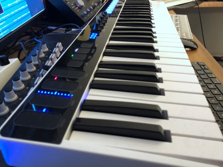 IK Multimedia iRig Keys I:O MIDI keyboard-05