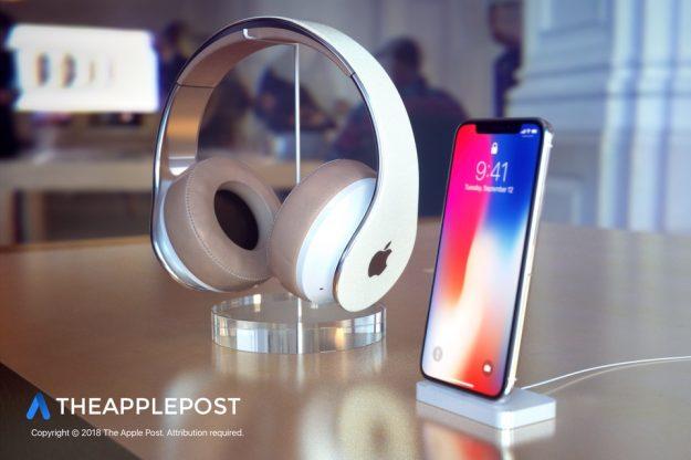 The-Apple-Post-Apple-Headphoneds-960x640-2
