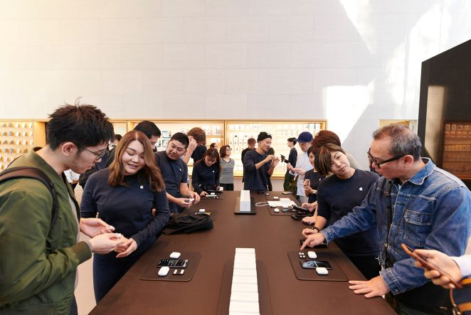 In-store photos of AirPods Pro launch00006