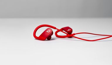 Lifestyle_PowerBeats_Red_0725_R1a
