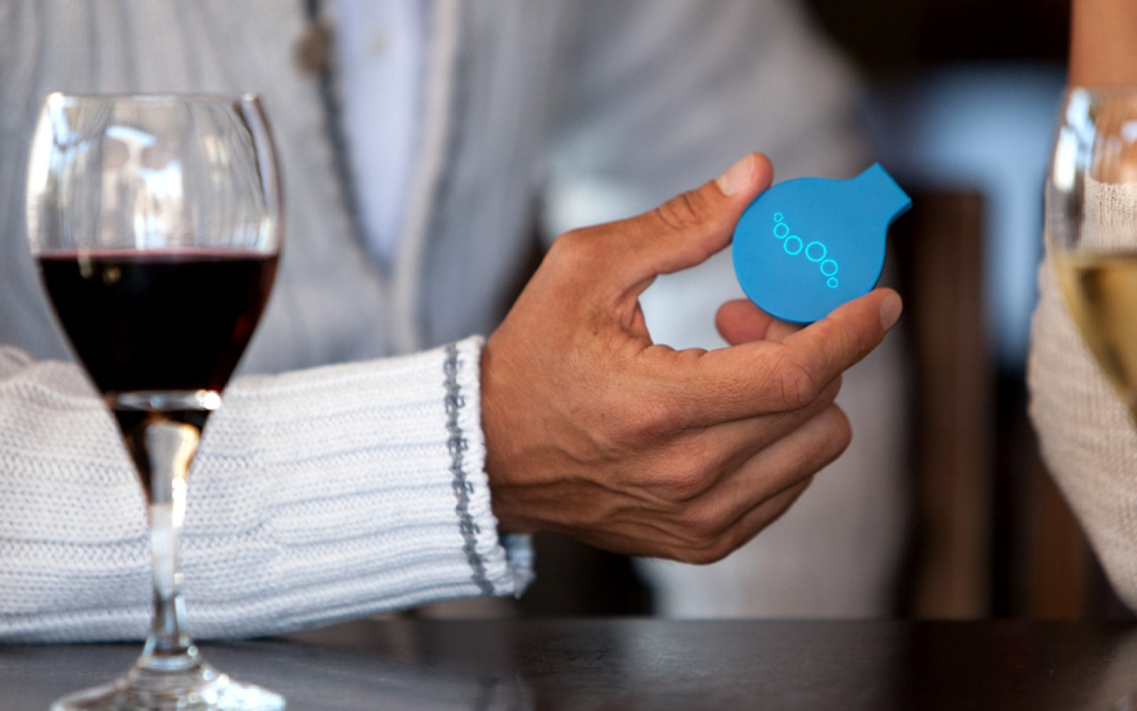 Breeze breathalyzer tracks your drinking in HealthKit and connects you w/ Uber when you get too drunk