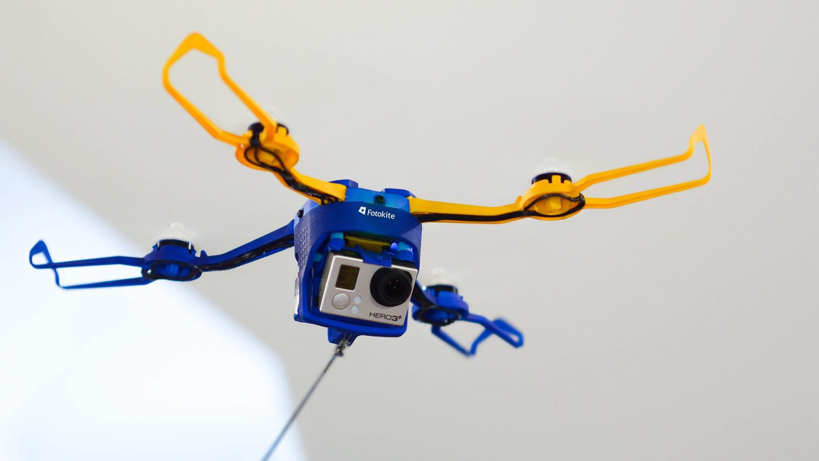 Fotokite Phi makes flying a drone as easy as walking your dog
