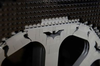 Lego-Batmobile-by-Nathan-Sawaya_4