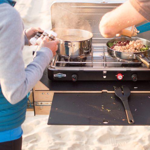 Overland_Kitchen_Cooking_2_grande