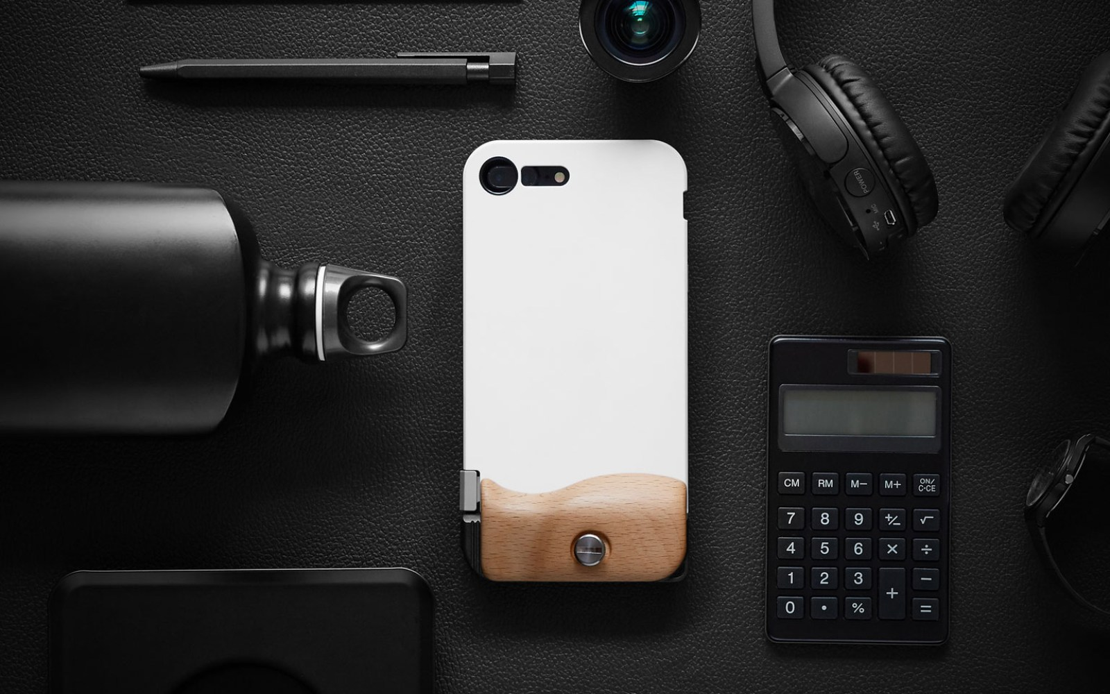 iPhone photographers will want to check out Bitplay's new accessory kit that brings DSLR looks and functionality