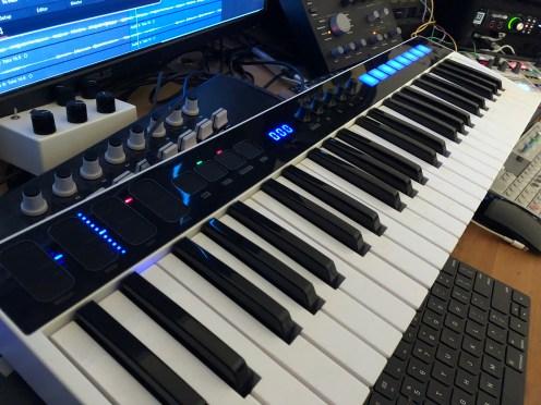 IK Multimedia iRig Keys I:O MIDI keyboard-01-7