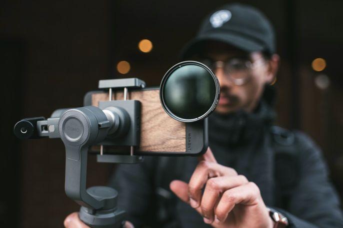Moment Lens Filter on DJI Osmo Mobile 2
