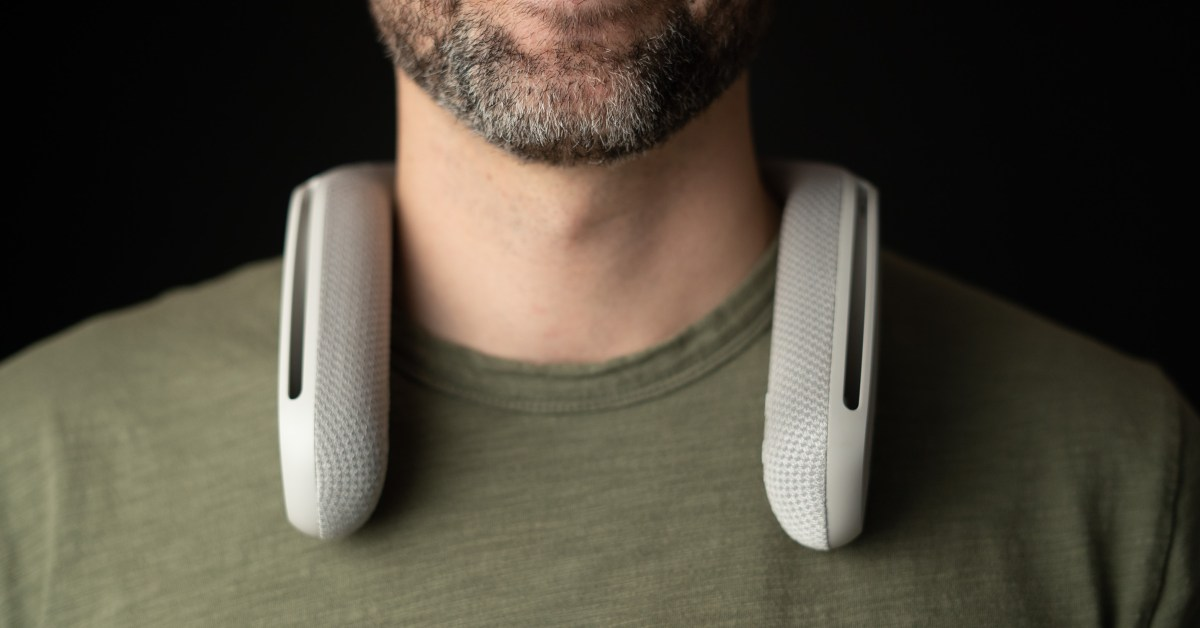 Sony's Wearable Speaker System is perfect for solo movie nights at a low of $150 ($50+ off) - 9to5Toys