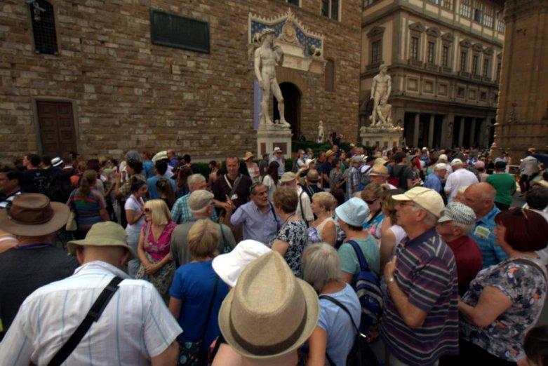 Crowds gawking at David